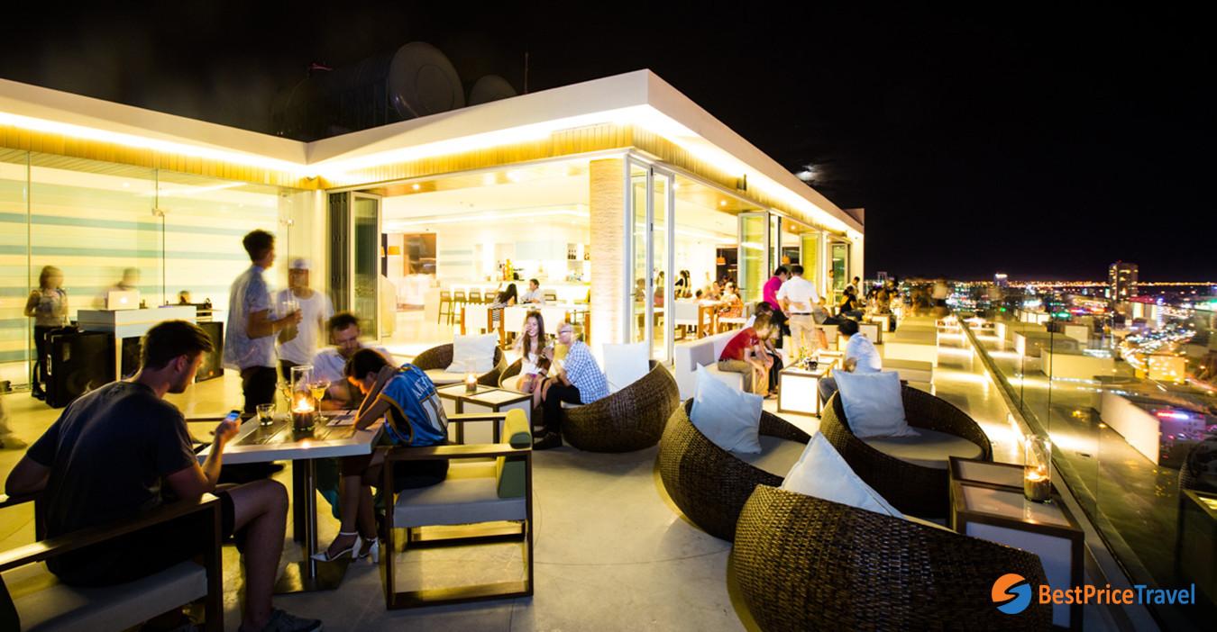 The Top Bar of À La Carte Danang Beach