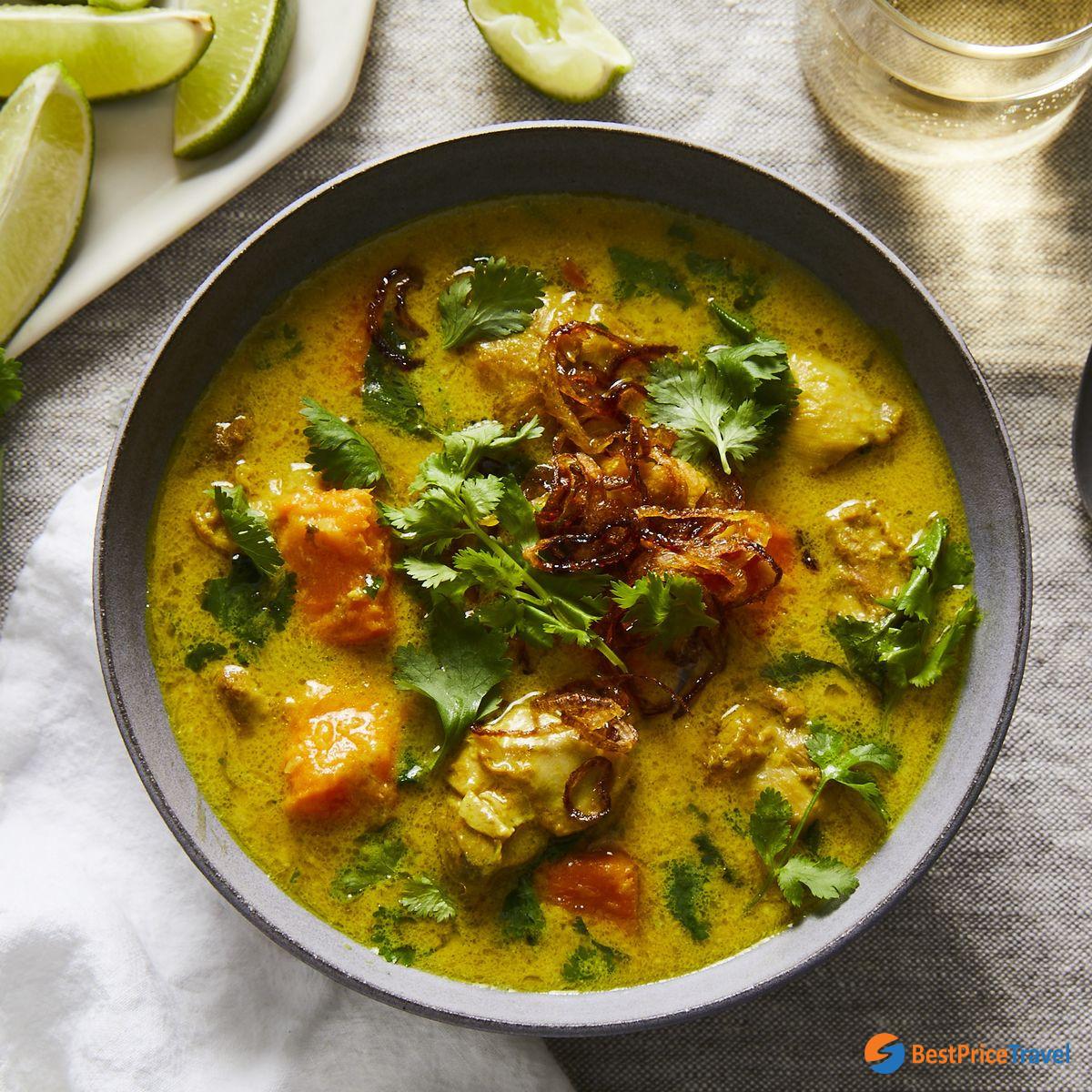 Burmese Style Chicken Curry - top must-try food in Myanmar
