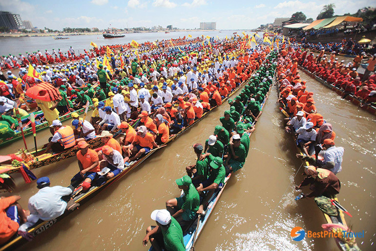 racing team in Cambodian rowing festival
