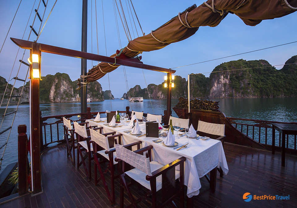 Nightlife Activities in Halong Bay with overnight cruise
