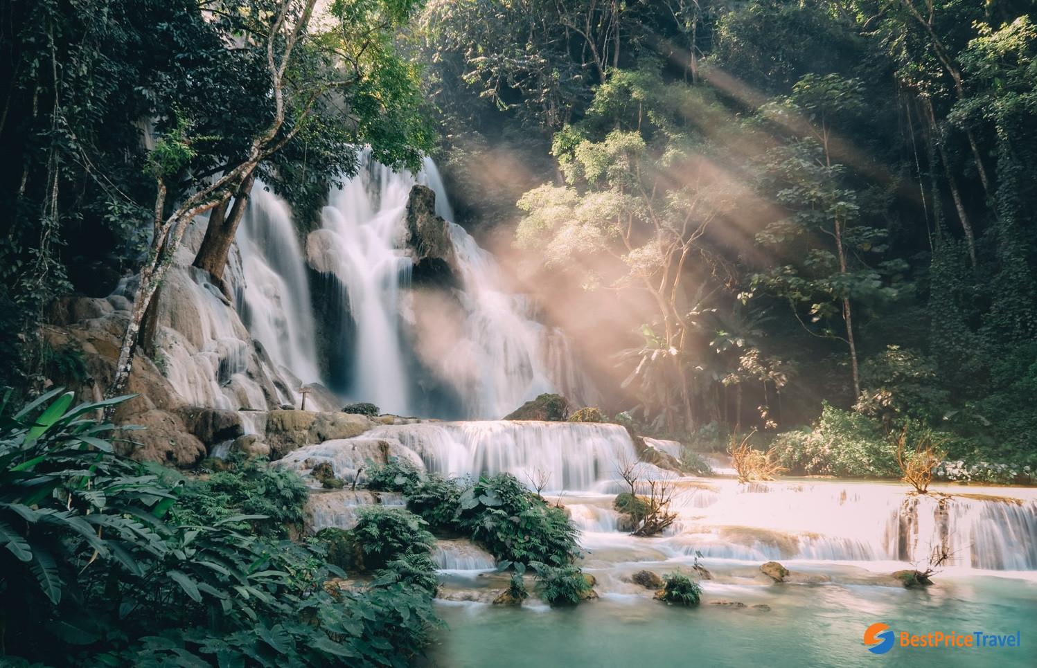 Trekking to Kuang Si Fall