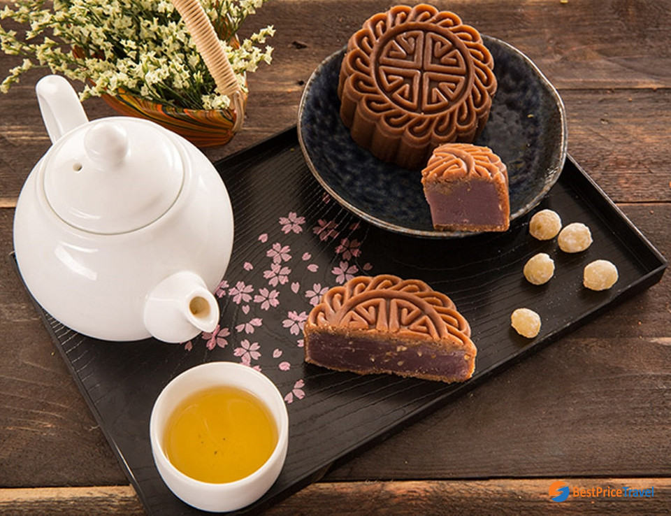 Taro paste is one of the most favorite flavors of Vietnamese mooncakes
