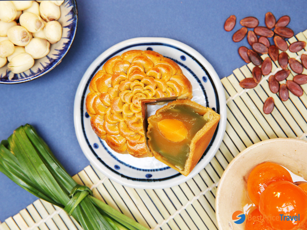 Pineapple leaf is a perfect ingredient for mooncakes in Vietnam