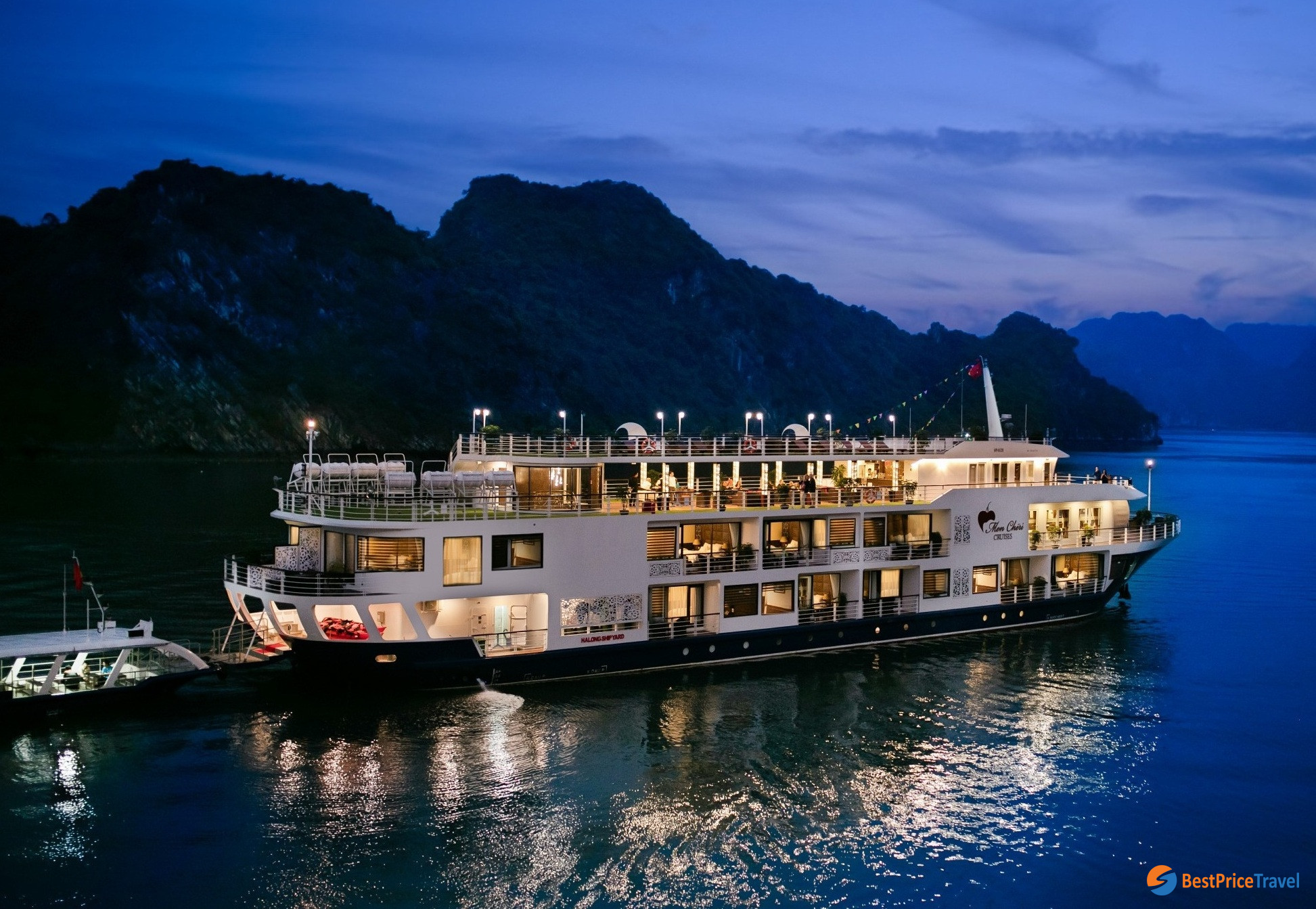 An overnight cruise is most recommended for Halong Bay tour itinerary