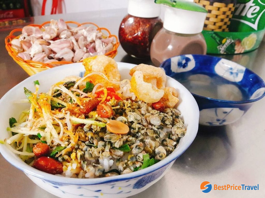 Com hen is one of the most famous dishes in Hue