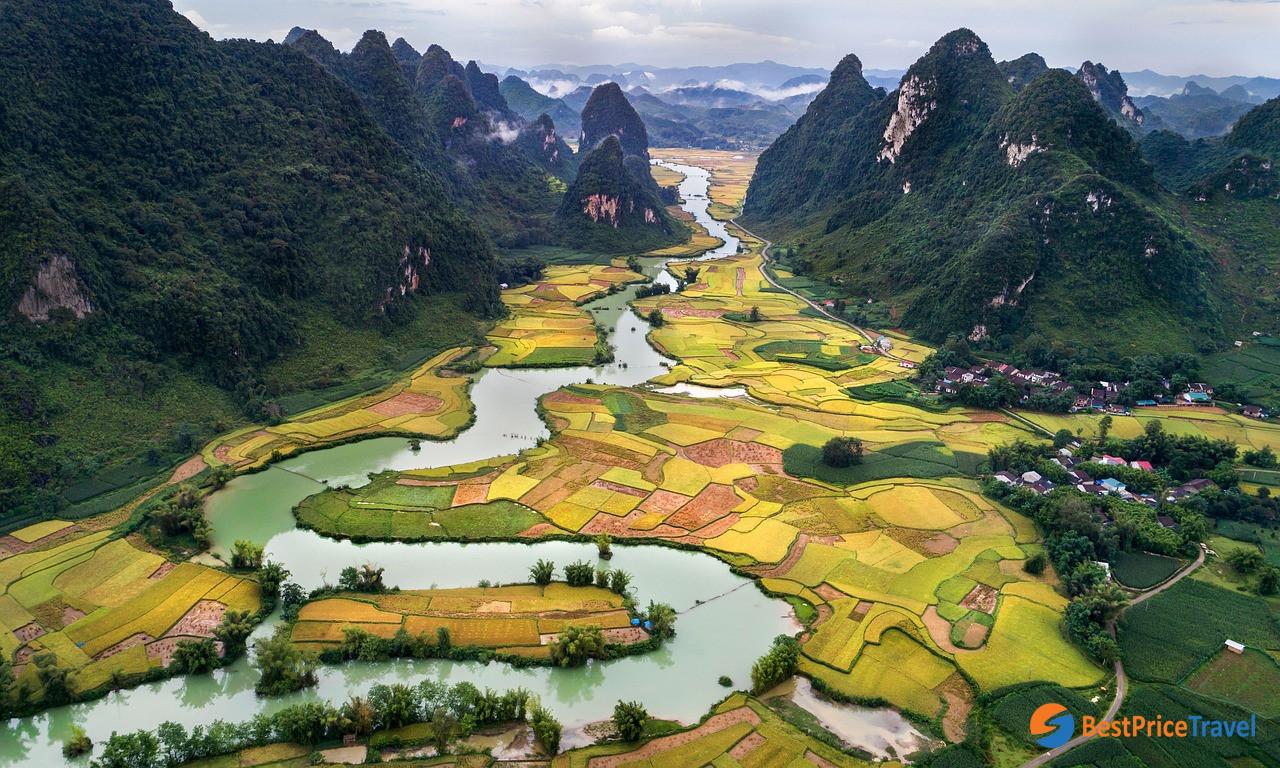 Trekking to rural villages in Mai Chau