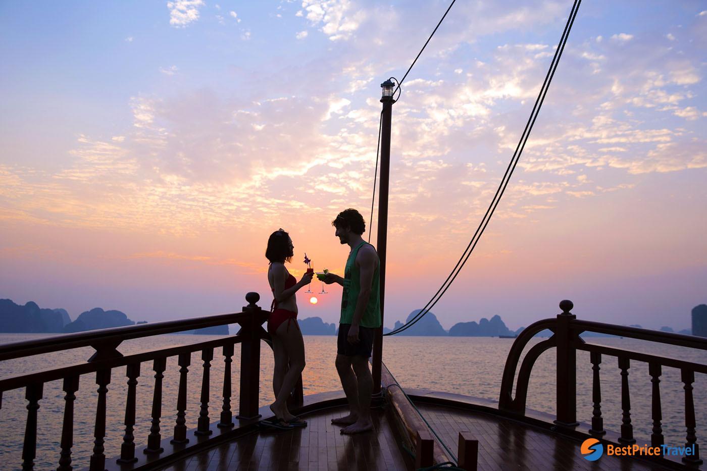 Visit Halong Bay Cruise in Spring