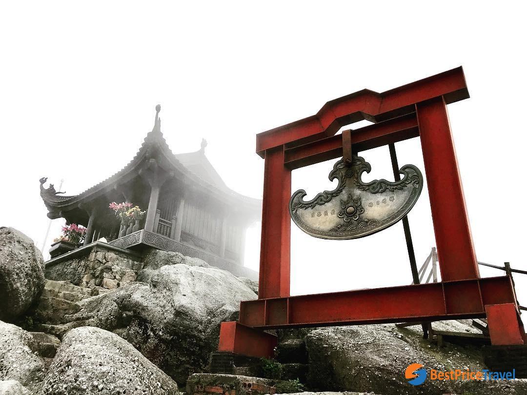 Visit Yen Tu Pagoda in Spring