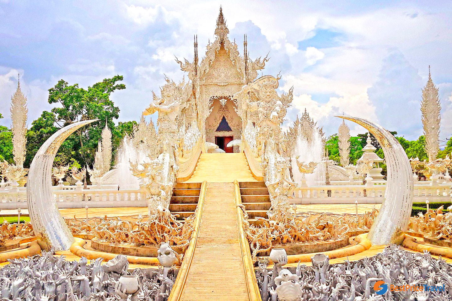 White Pagoda - one of best things to do in Chiang Mai