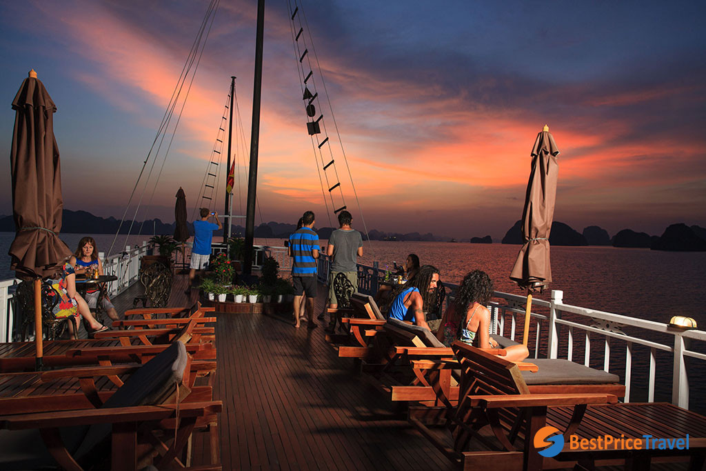 Enjoy sunset view on a 2 day itinerary Halong Bay cruise