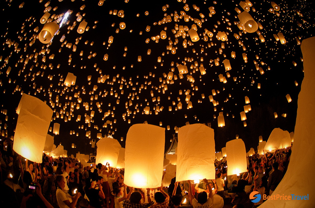 Floating Lantern in Yi Peng Festival -  5 Must-see Attractions in Indochina 2020