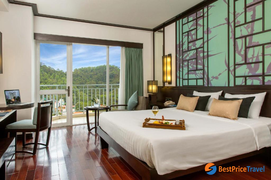avoid scams of booking accommodation in Halong Bay