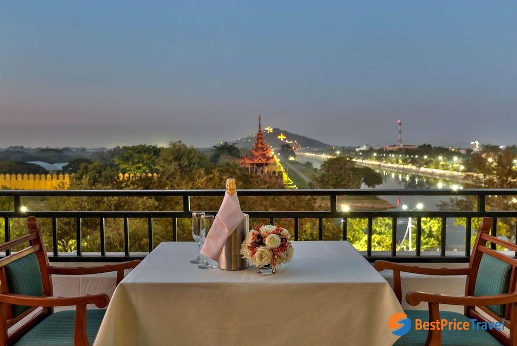 2. Hilton Mandalay