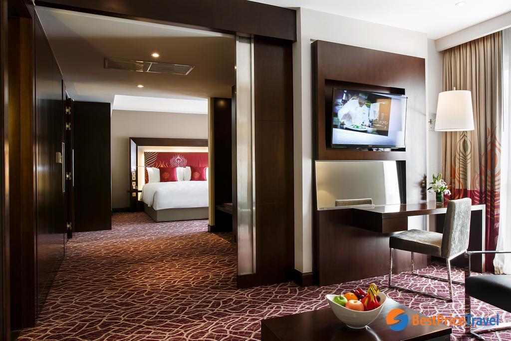 Novotel Yangon Max's hotel room