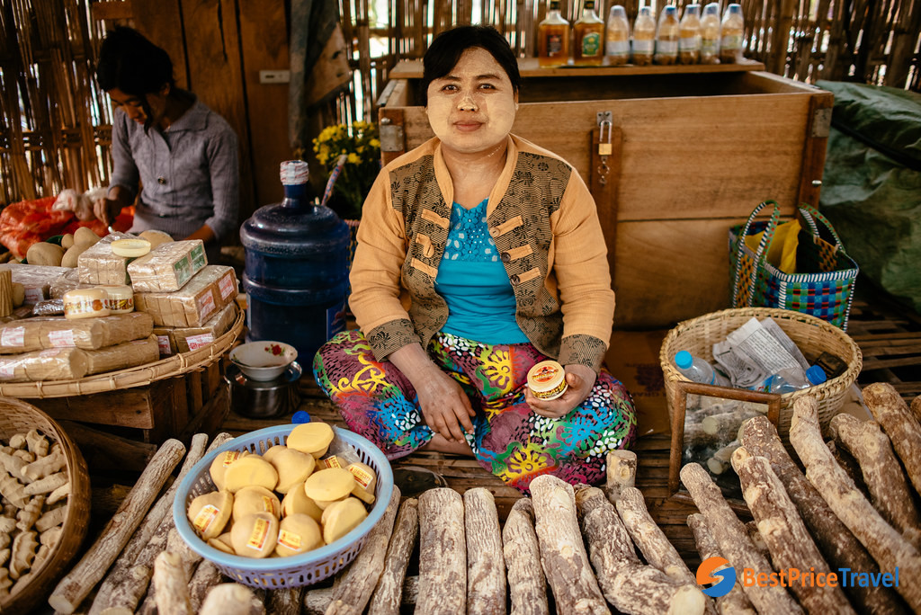Learn about the tradition of Thankaka at Nyaung U Market