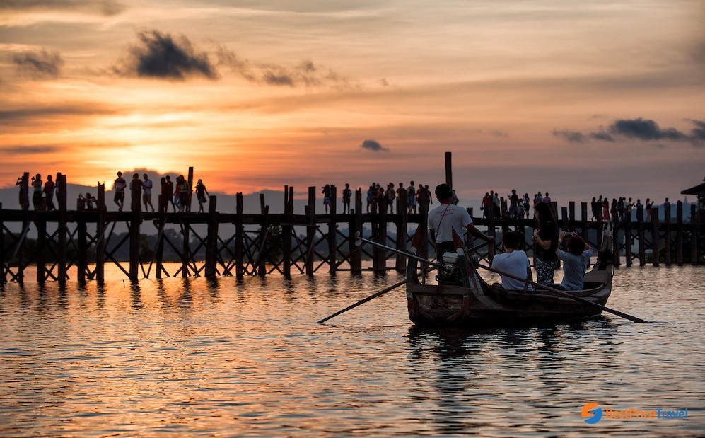 The most worthwhile moment is breathtaking sunset at U-Bein Bridge