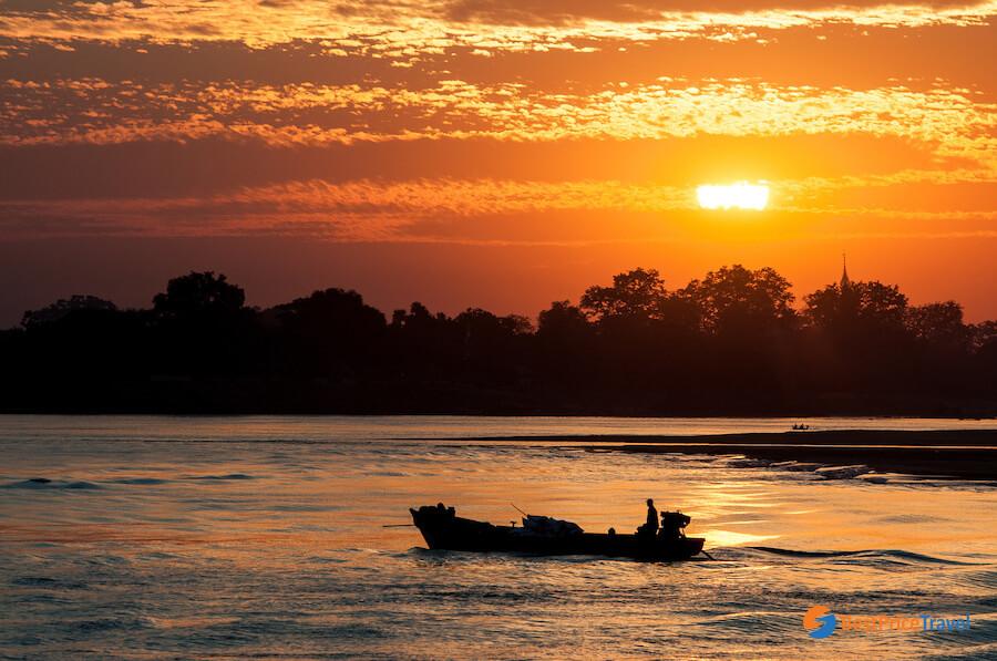 Enjoy beautiful sunset in Bagan