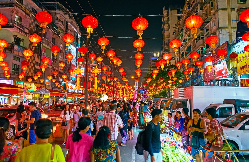 Lively local night market in Chinatown