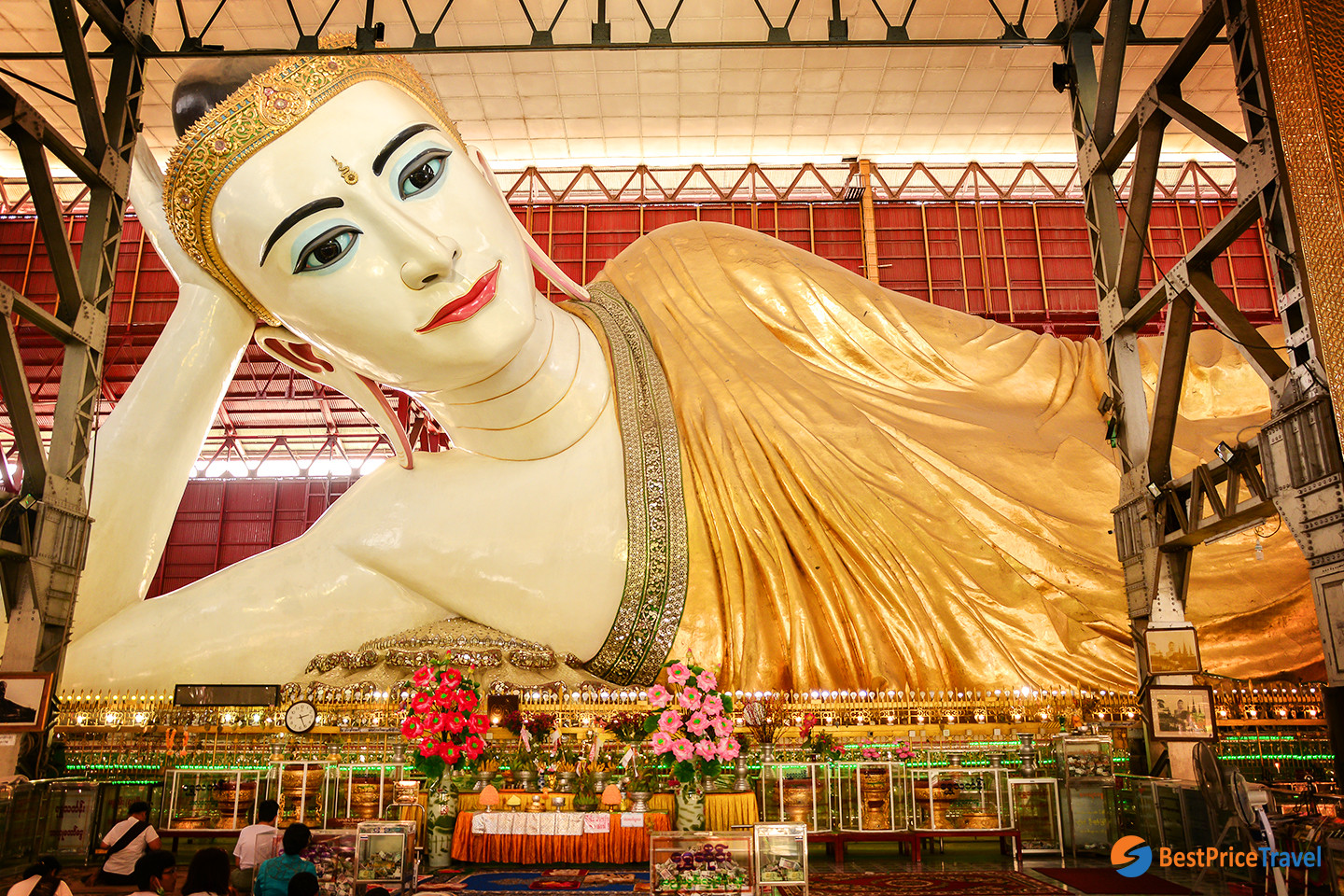 Reclining Buddha in Chaukhtatgyi Pagoda  - Best thing to see Yangon in 1 day