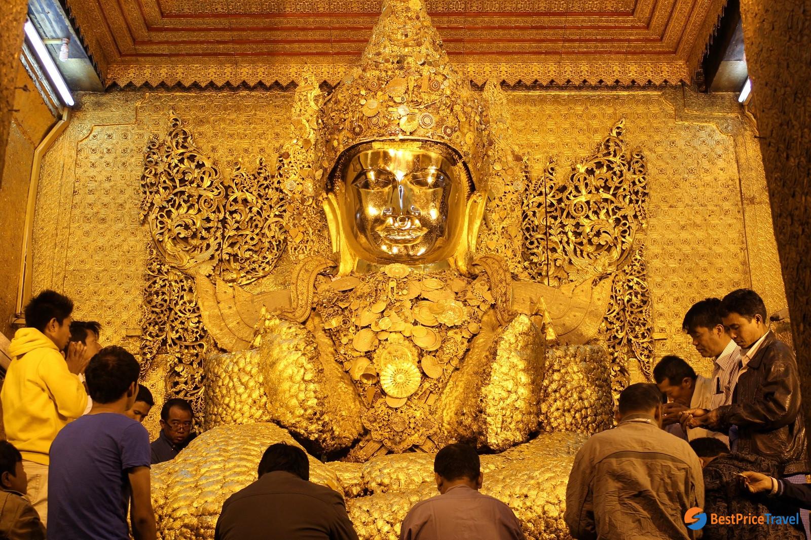 The giant Buddha at Mahamuni Pagoda