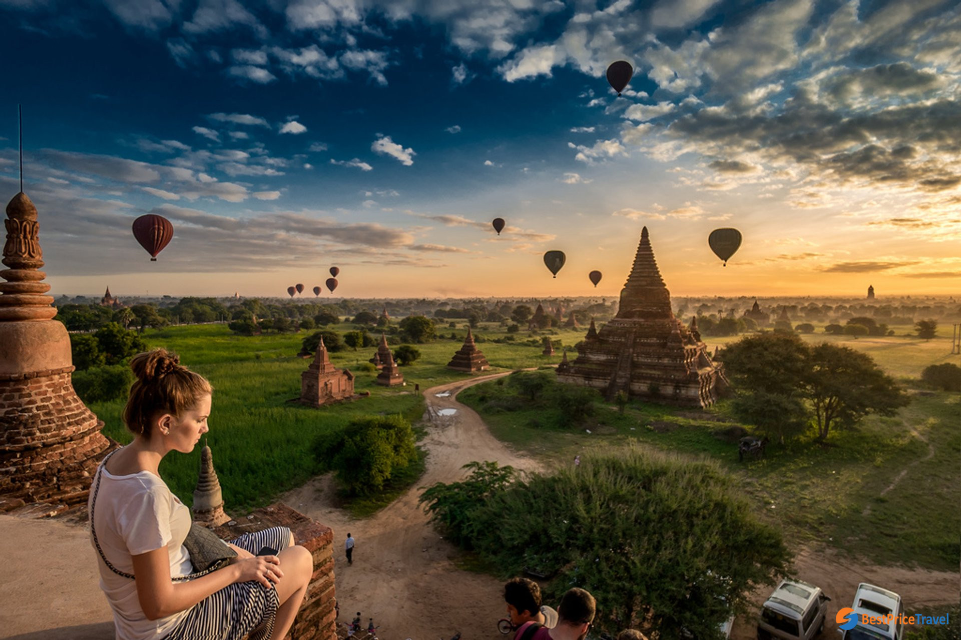 Watching balloon ride over Bagan is a budget way to save travel cost in Myanmar