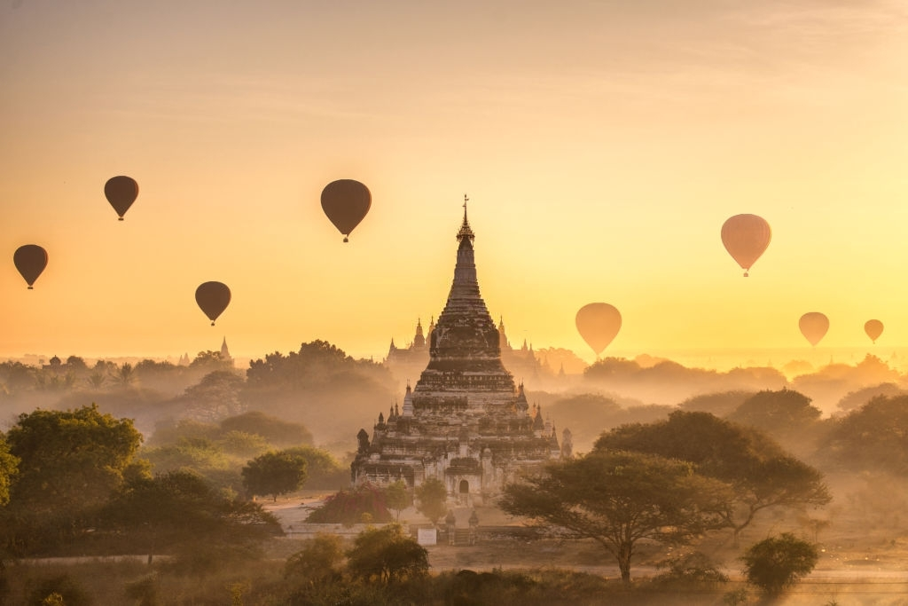 Come and admire the magnificent ancient landscape of Myanmar
