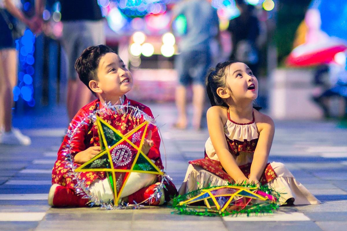 Children happy with their lanterns