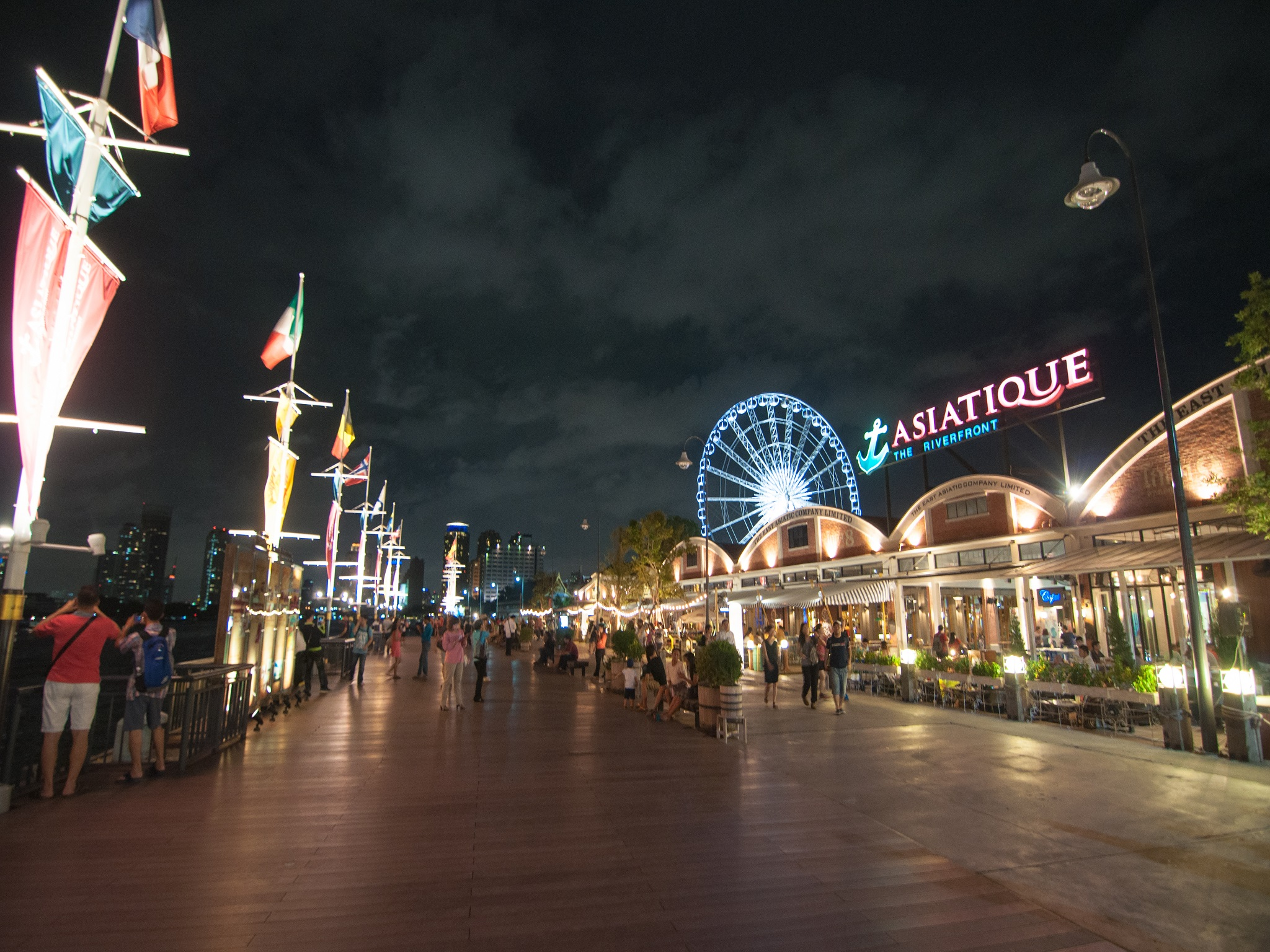 Riverside Nightlife - Top Nightlife activities in Chiang Mai