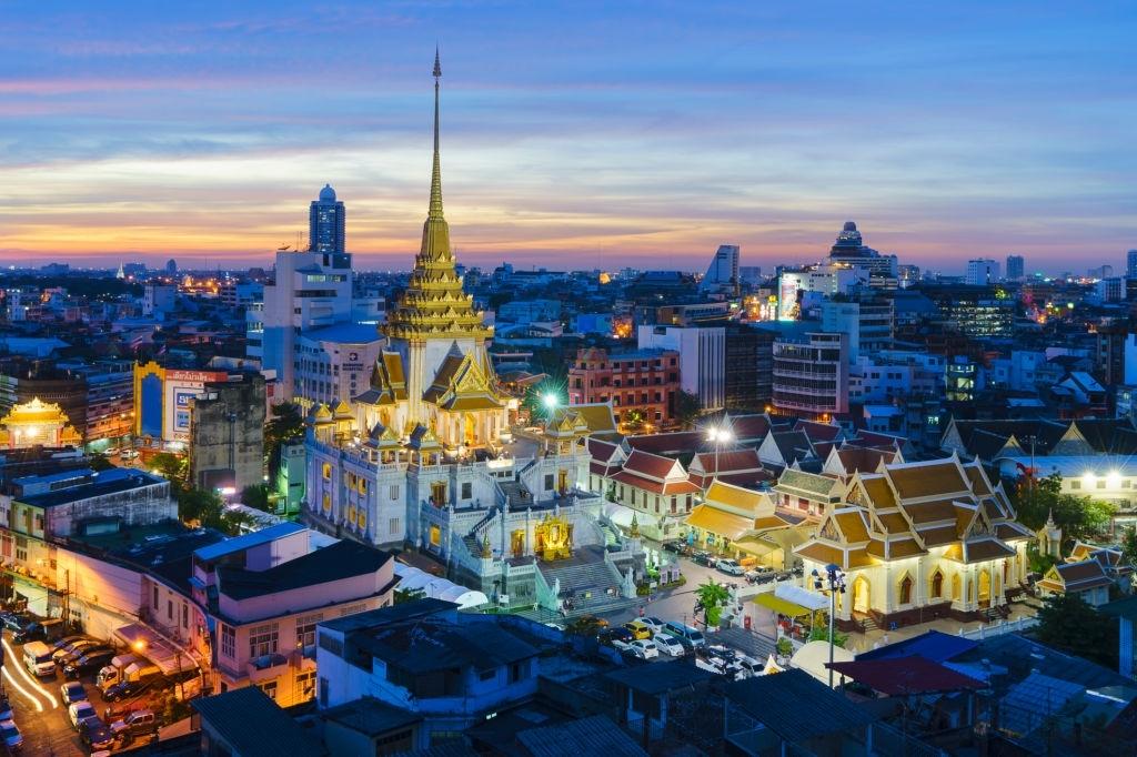 Wat Traimit - 10 days on a Thailand beach vacation