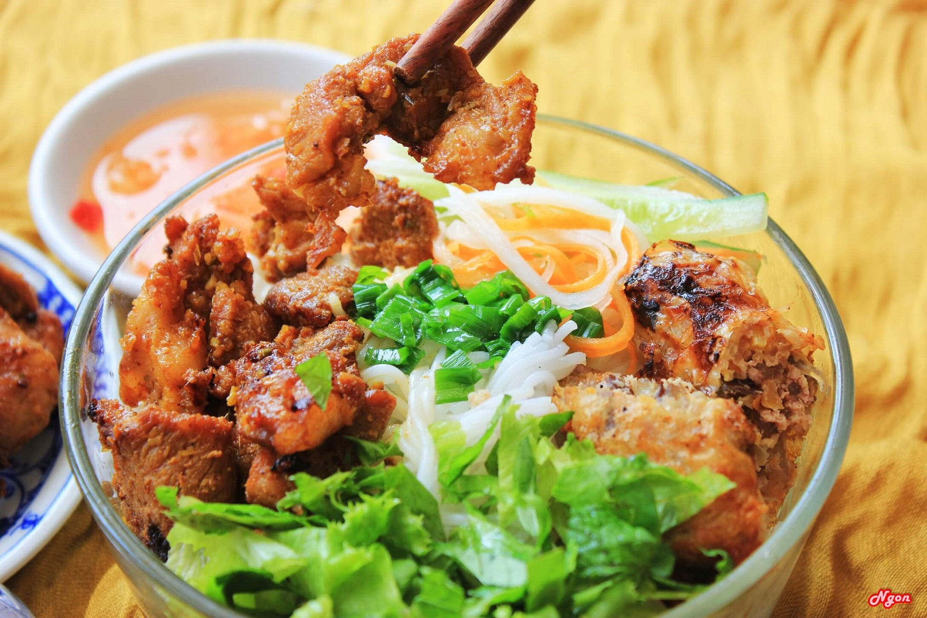 Noodles with grilled pork/beef/shrimp - Top 30 famous Vietnamese food