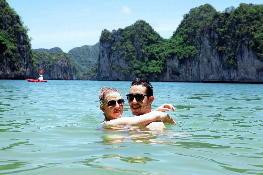Halong Bay weather in April