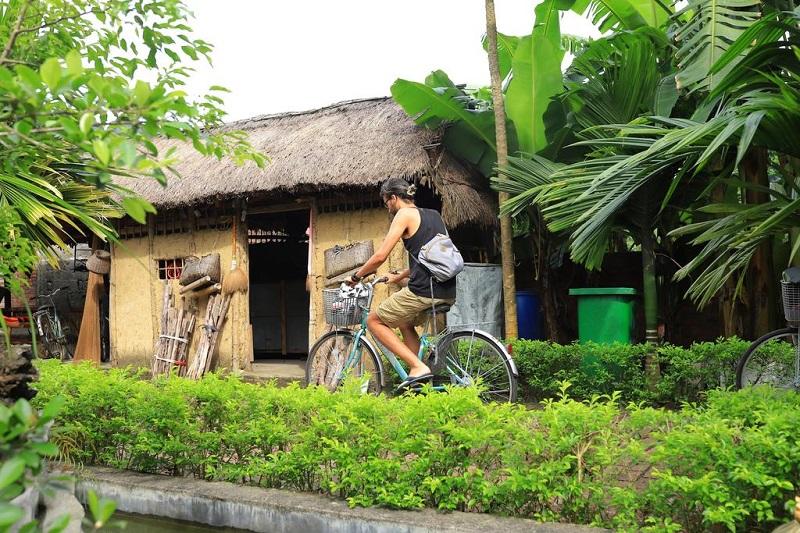 Cycling in Viet Hai village