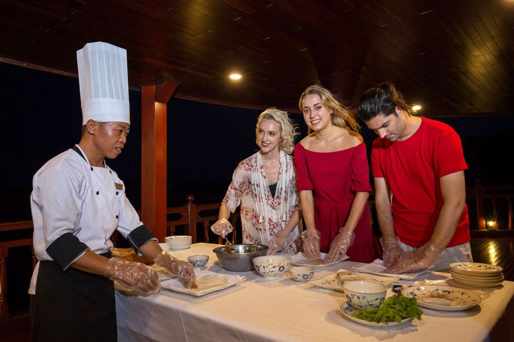 cooking class on halong bay cruise