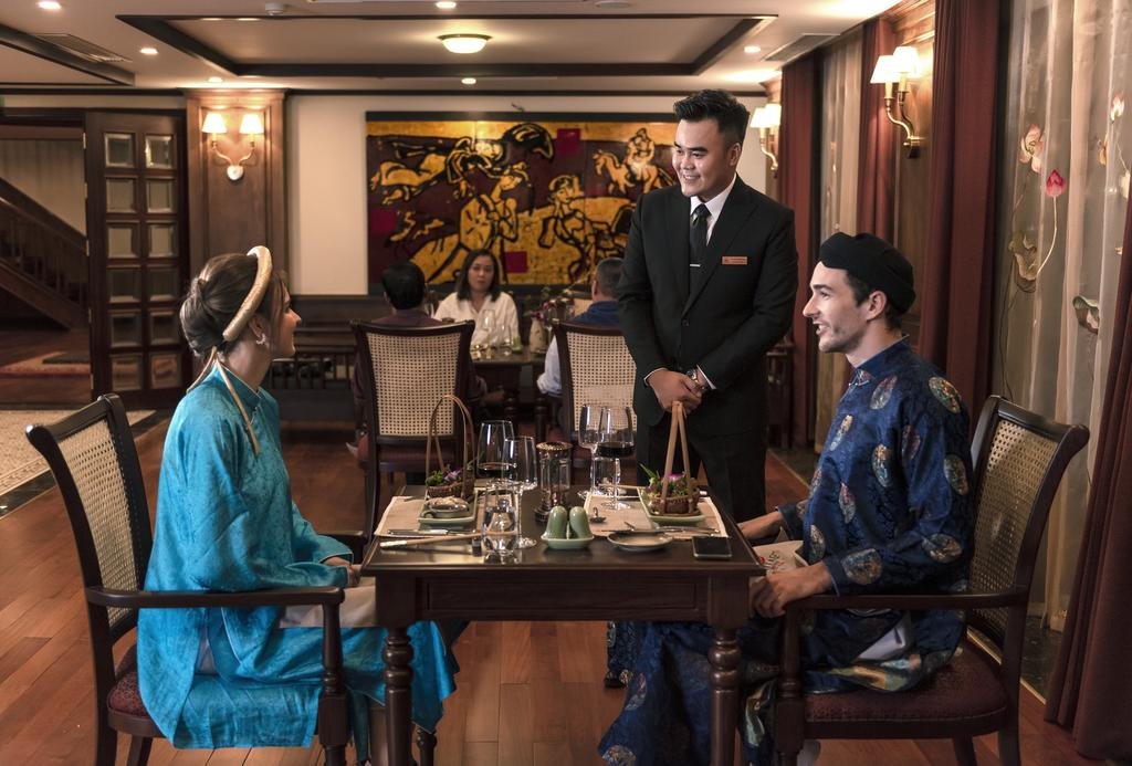 royal dinner on cruise