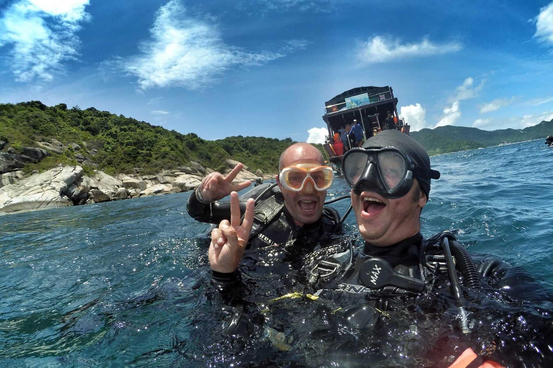 Snorkeling tour to Cham Island