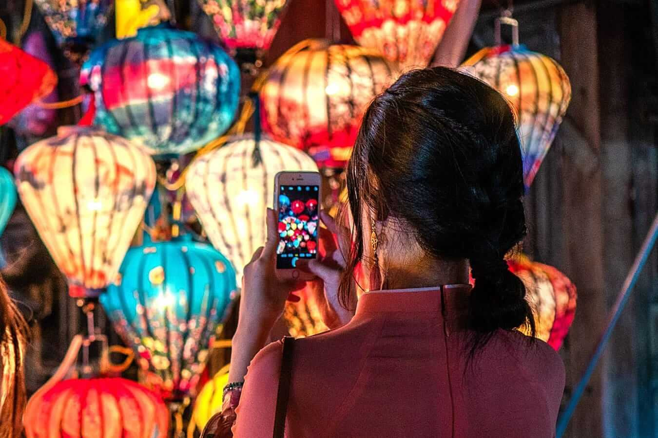 Take a picture with Hoi An Lanterns at night