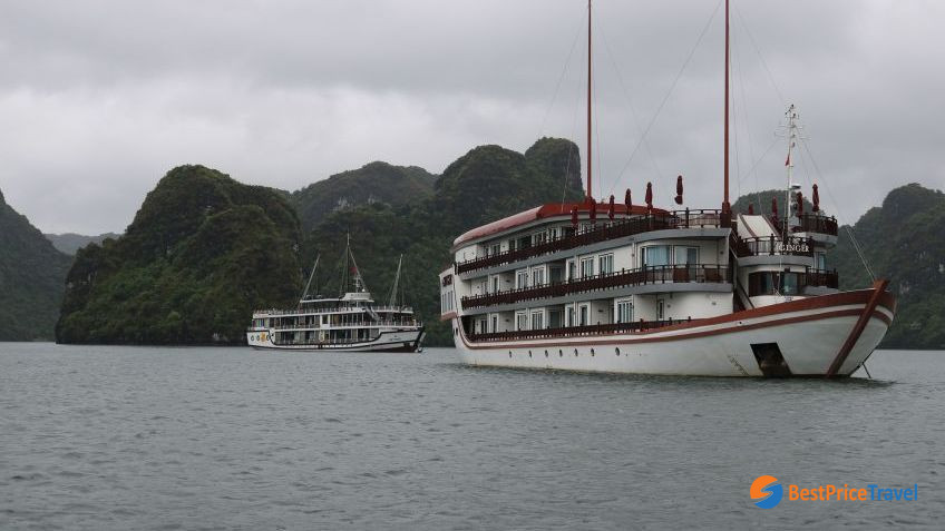 Halong bay weather in October