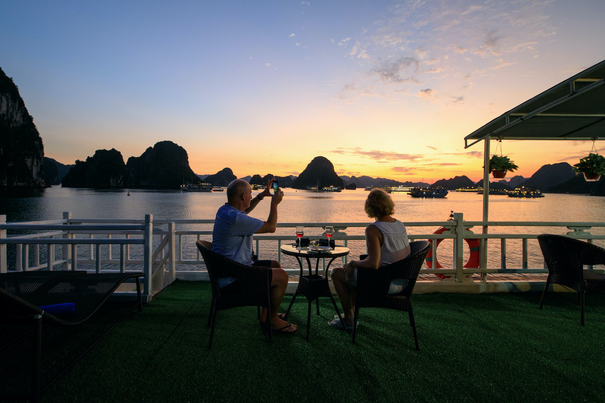 Dinner on Halong Bay budget cruise