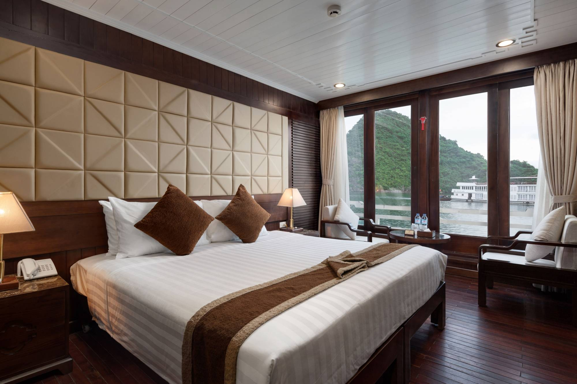 Pelican Cruise - Halong Bay Tour for Backpackers