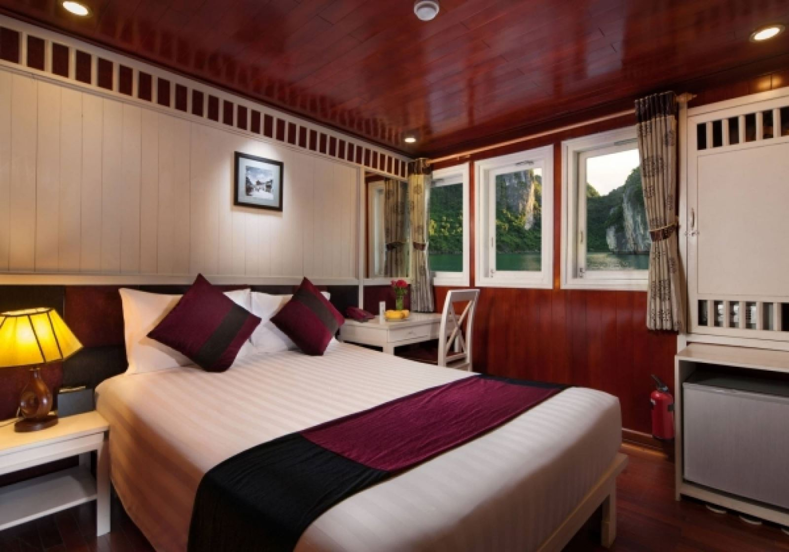 Paloma Cruise - Halong Bay tour for backpackers