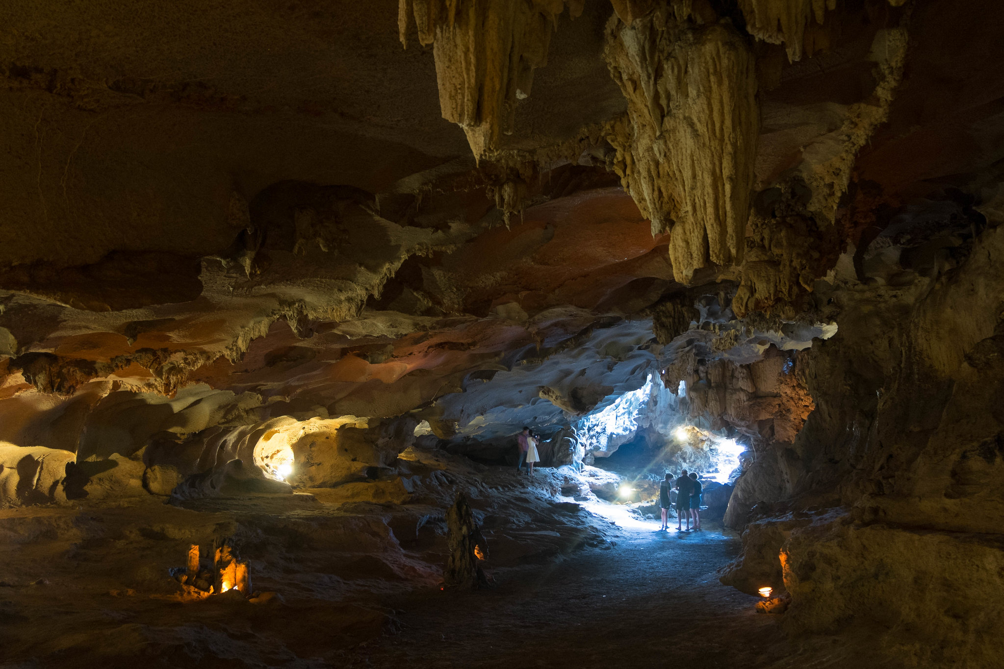 Thien Canh Son Cave - Caves in Halong Bay worth visiting 2020