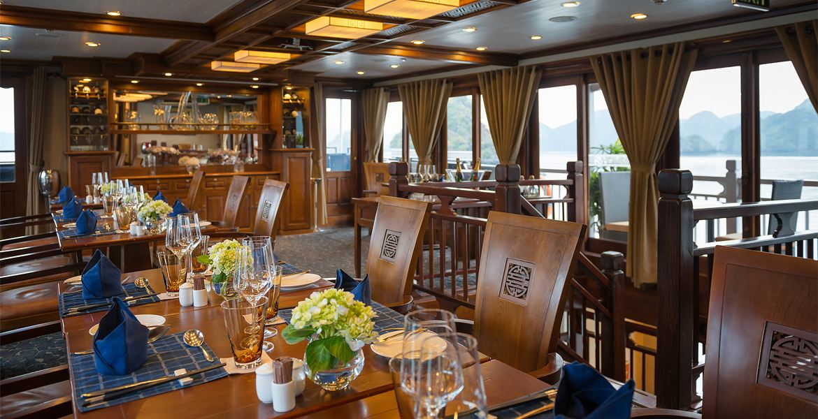 lunch on halong bay 3 day cruise