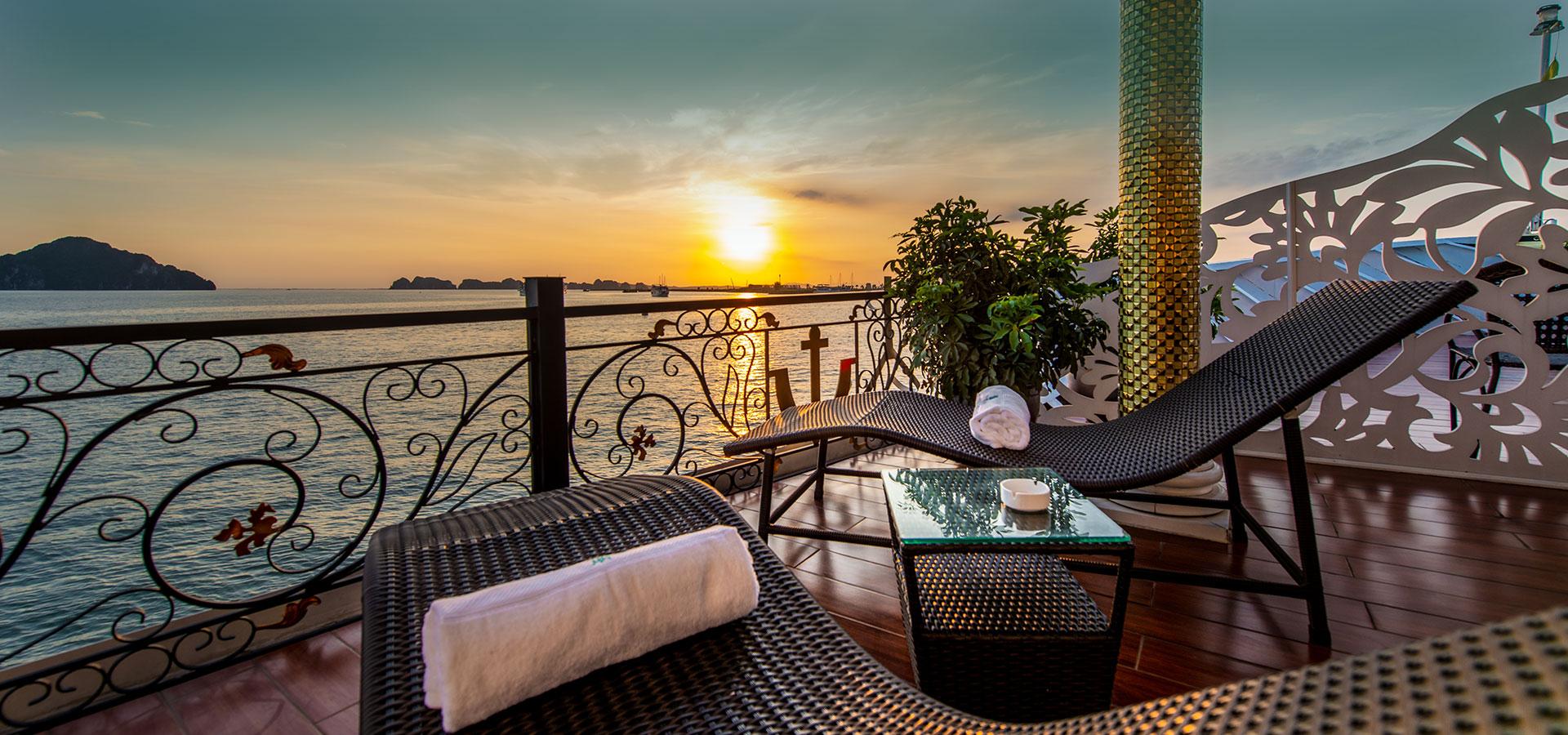 Halong bay cruise sunset