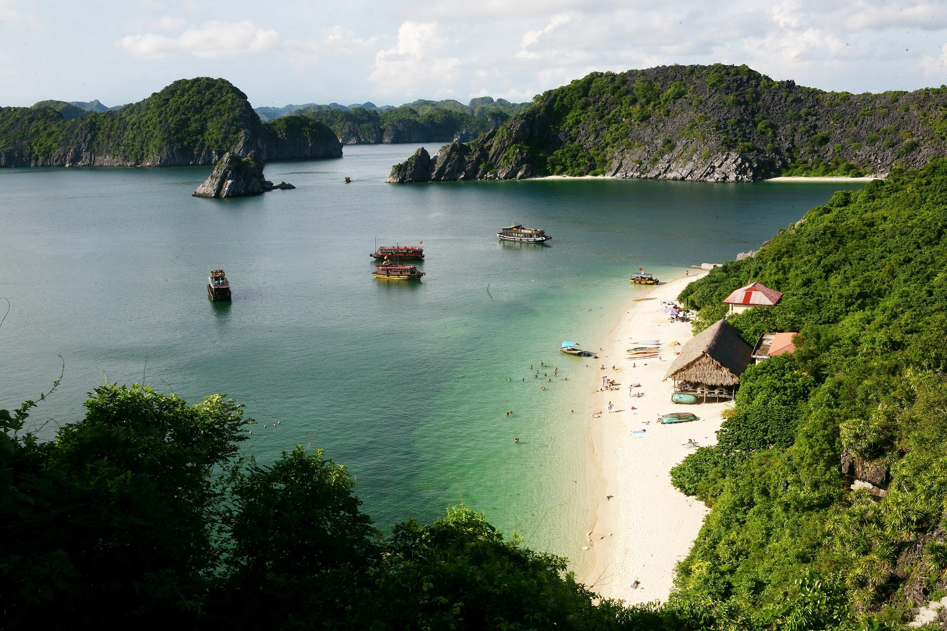 Things do to in Cat Ba Island beaches