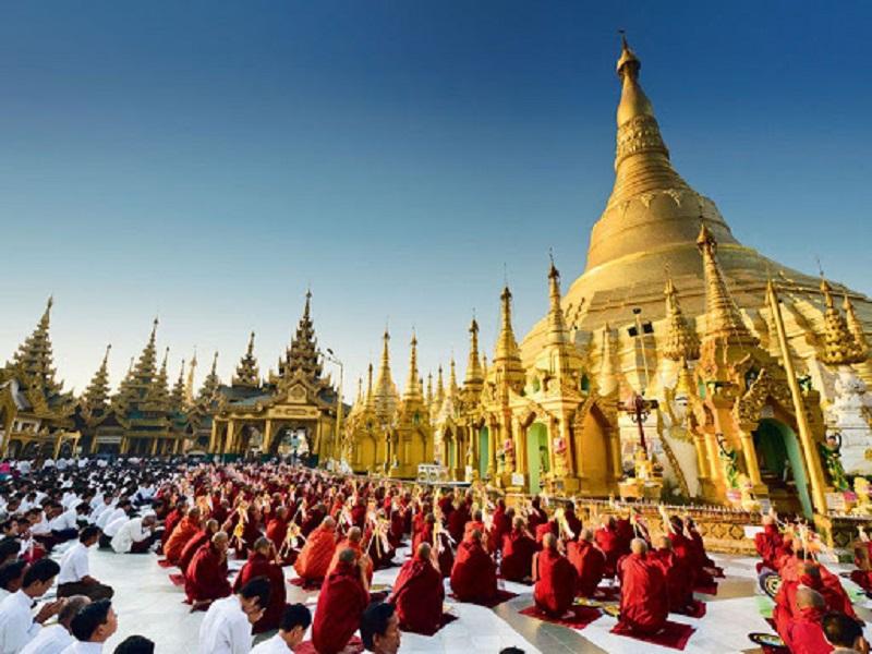 Shwedagon temple festival