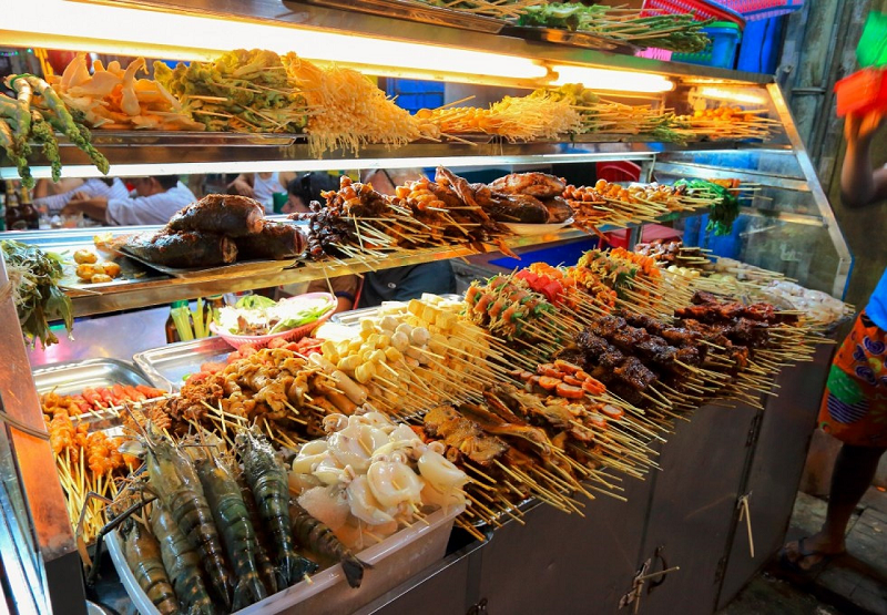 What to eat in Yangon night market? Barbecue Skewer