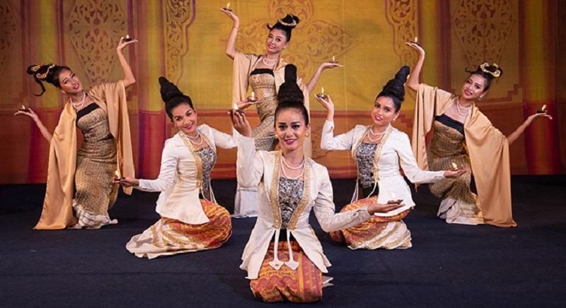 Karaweik Palace Royal Culture Show oil lamp dance