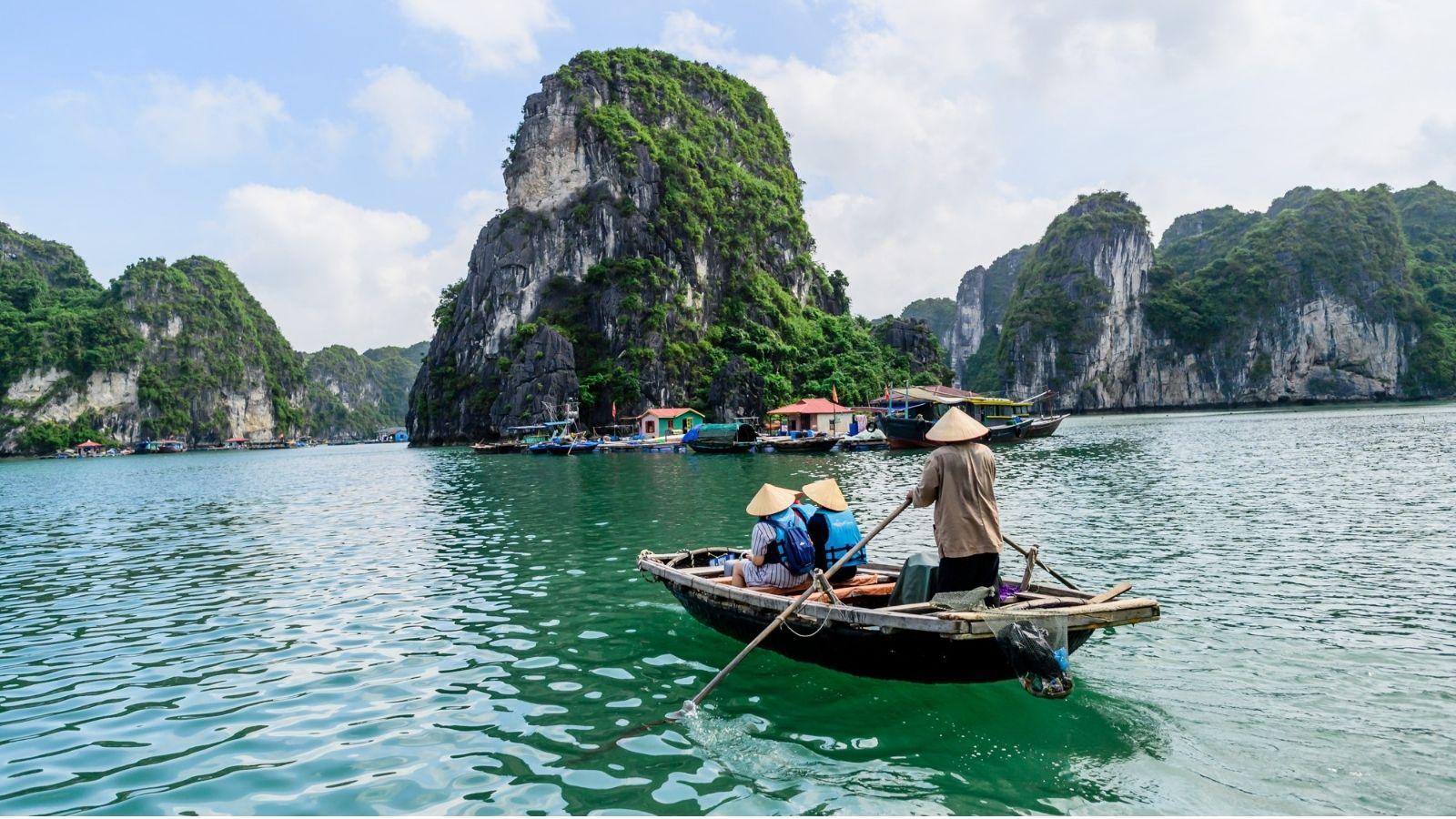 rowboat Halong Bay