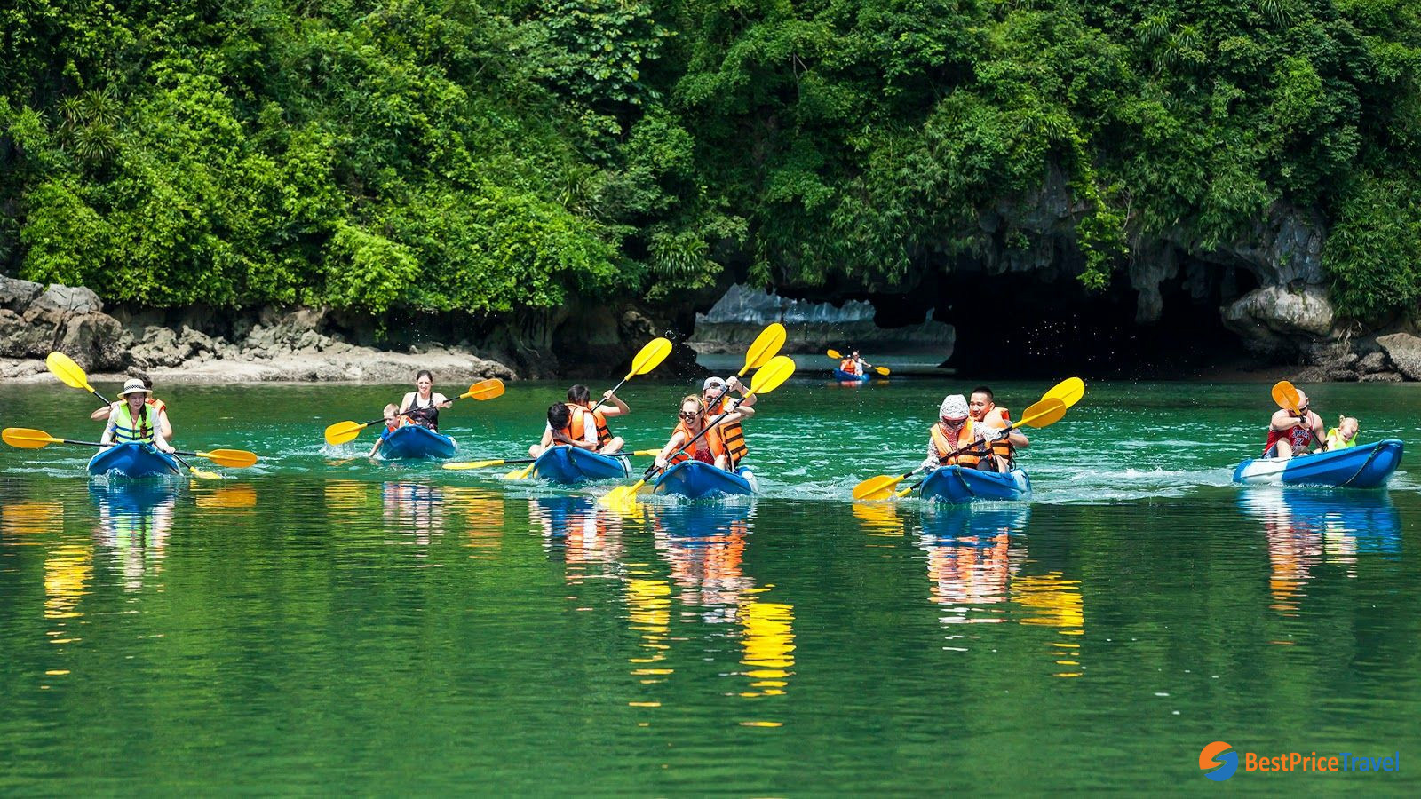 Kayak in Dark & Light Cave Lan ha Bay