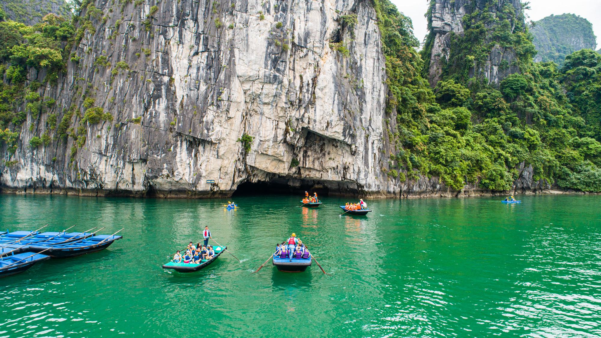 Lan Ha Bay kayaing